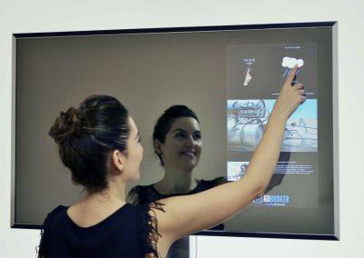 reklamos erdvė veidrodyje